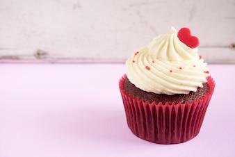 Cupcake con cuore rosso