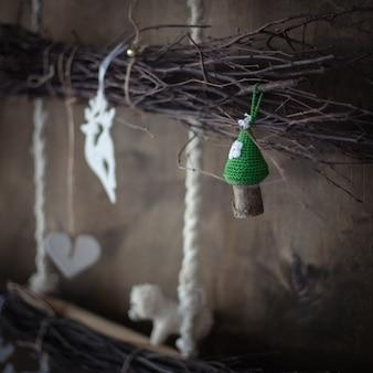 Decorazione: funghi a maglia, ramo