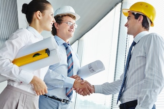 Dirigenti con un architetto