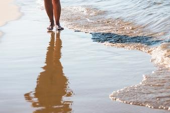 Donna, camminare, spiaggia