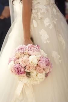 Elegante bouquet da sposa affascinante da solo