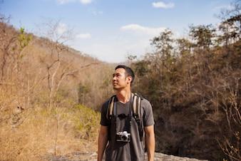 Escursionista con fotocamera