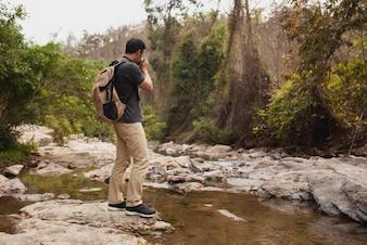 Escursionista di scattare foto