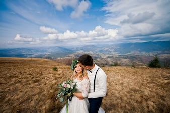 Fiore sposa momento bacio abbraccio
