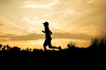 Fitness silhouette sunrise jogging concetto di allenamento fitness
