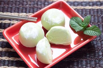 Giapponese mochi tè verde ghiaccio freddo