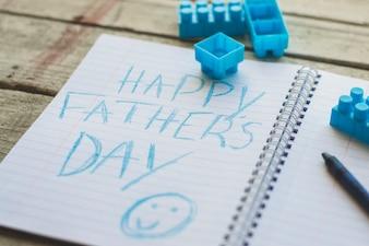Giorno del padre che scrive in libretto