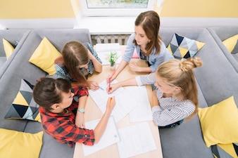 Giovani, studenti, riunione, tavola