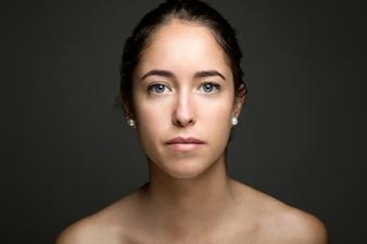 Gli occhi femminili modello di trucco viso