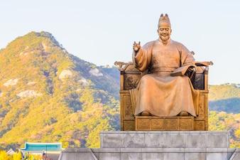 Grande statua d'oro