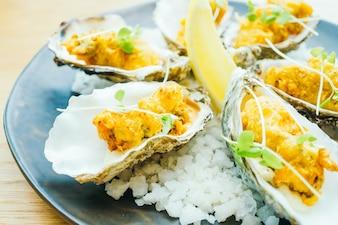 Guscio di ostriche fritto con salsa