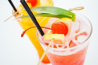 Il bicchiere da cocktail di ghiaccio