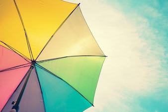 Immagine astratta dell'ombrello variopinto dell'annata