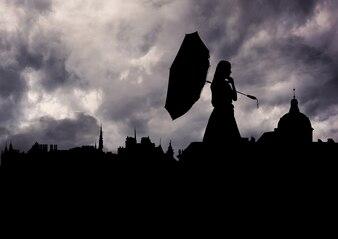 In studio silhouette stretta di mano girato urbano elegante
