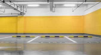 Industria sotterraneo veicolo notte illuminata