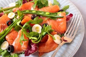 Insalata di salmone affumicato con fagioli