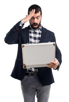 L'uomo in possesso di una valigetta