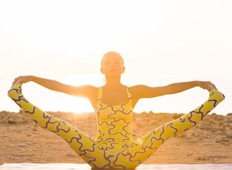 La pratica dello yoga all'alba