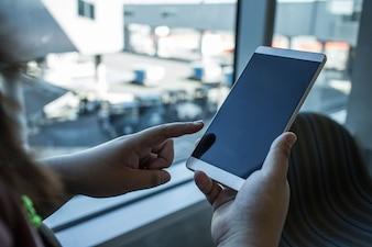 Laptop persone tazza digitale mobile