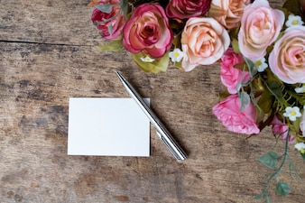 Lavoro oggetto romantico ufficio foglio di carta