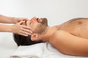 Massaggio laterale del viso