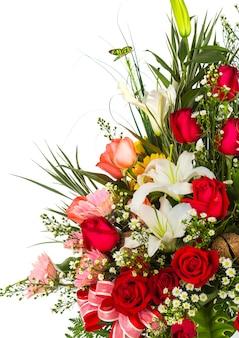 Mazzo di fiori con uno sfondo bianco