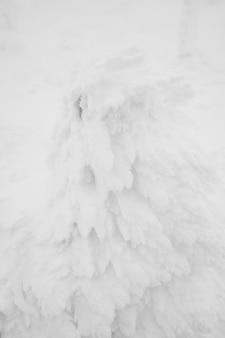 Monster paesaggio zona montagne di neve