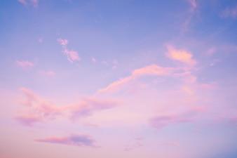 Natura sfondo del paesaggio di cielo bellissimo al tramonto - serenità e rosa filtro a colori quarzo