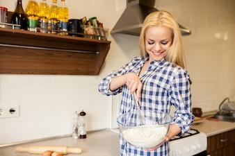 Negozio ragazza ristorante cibo felice