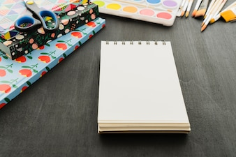 Notebook e materiali scolastici