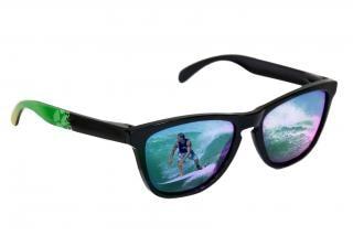 occhiali da sole con la riflessione surfer
