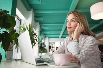 Pensato colazioni di lavoro computer portatile per adulti
