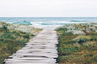 Percorso in legno per la spiaggia