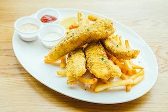 Pesce e chip con patatine fritte