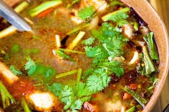 Piccante tom yum zuppa con gamberi