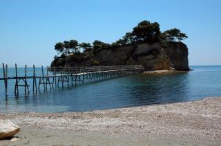 Ponte che conduce a un'isola