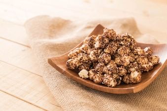 Popcorn coperto di cioccolato