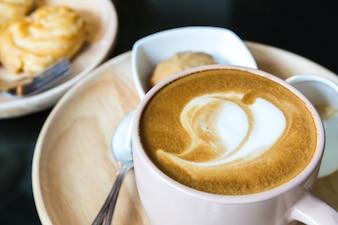 Primo piano di caffè gustoso al mattino