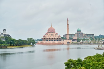 Punto di riferimento islam putrajaya paesaggio geometrico