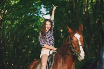 Ragazza con cavallo