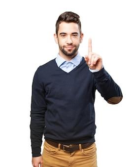 Ragazzo felice che mostra uno con un dito