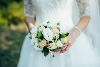 Romantica celebrazione anello felice bianco