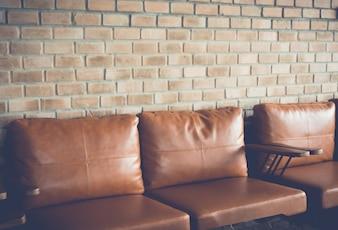 Sedia vicino vecchio muro di mattoni (filtrata immagine elaborata ef epoca