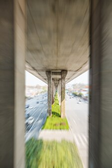 Sfocata scena di strada in città