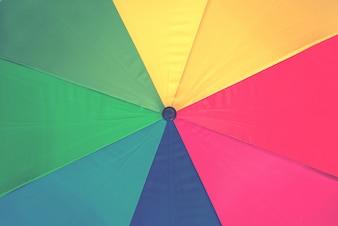 Sfondo colorato di arcobaleno ombrello, filtro effetto instagram