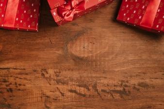 Sfondo Natale con i regali in cima