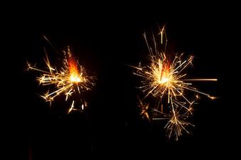 Sfondo scuro con due stelle filanti