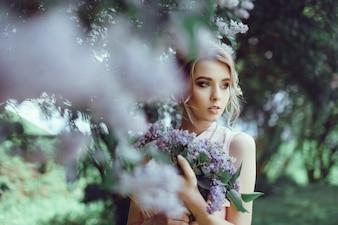 Sfondo viola bellissimo fiore di colore