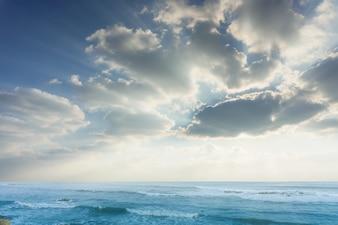 Skyline giorno blu cielo blu vibrante rilassarsi