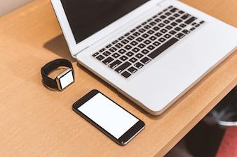 Smartphone con un computer portatile